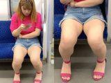 夏らしいショートパンツとエッチな生脚がたまらない可愛い女子大生(前編)