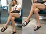 ショートパンツから伸びる長くて綺麗な生脚を見せつける長身お姉さん(其の一)