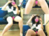 【電車対面Pチラ盗撮】萌カワ美少女シミ付きパンツが丸見え激ヤバ盗撮映像【FHD動画】