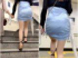 《レズなのか!?》 No.1256【パンティーラインの透けるサテンスカート着衣尻】