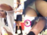 周囲の人にバレかけながらも撮り続けた制服女子の尻に食い込むエロ過ぎピチピチ白パンツ盗撮。白猫作品7